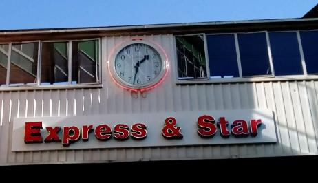 Express and Star clock 920