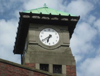 Kin Street corner clock 920