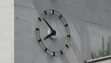 Waterloo Road clock 920