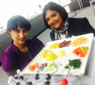 Food Glorious Food winner, Chef Rahila Hussain helped University of Wolverhampton Professor Nazira Karodia curry favour with former students recently when she helped to explain the science behind the nation's favourite food dish.